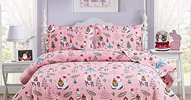 Christmas Kids Quilt Set Full/Queen Size 3-Piece Girls Bedspread Coverlet Alpaca Pattern for New Year Bed Decor, Lightweight Children Bed Cover for All Season(Pink, 1 Quilt + 2 Pillow Shams)